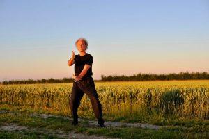 Ouvrir-fermer et monter- descendre : faire circuler le souffle dans le corps entier